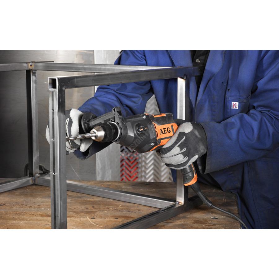 AEG kétsebességes ütvefúró,  850 W, pótfogantyú, fém mélységmérő, 4 m kábel | SB2E-850 R (4935447360)