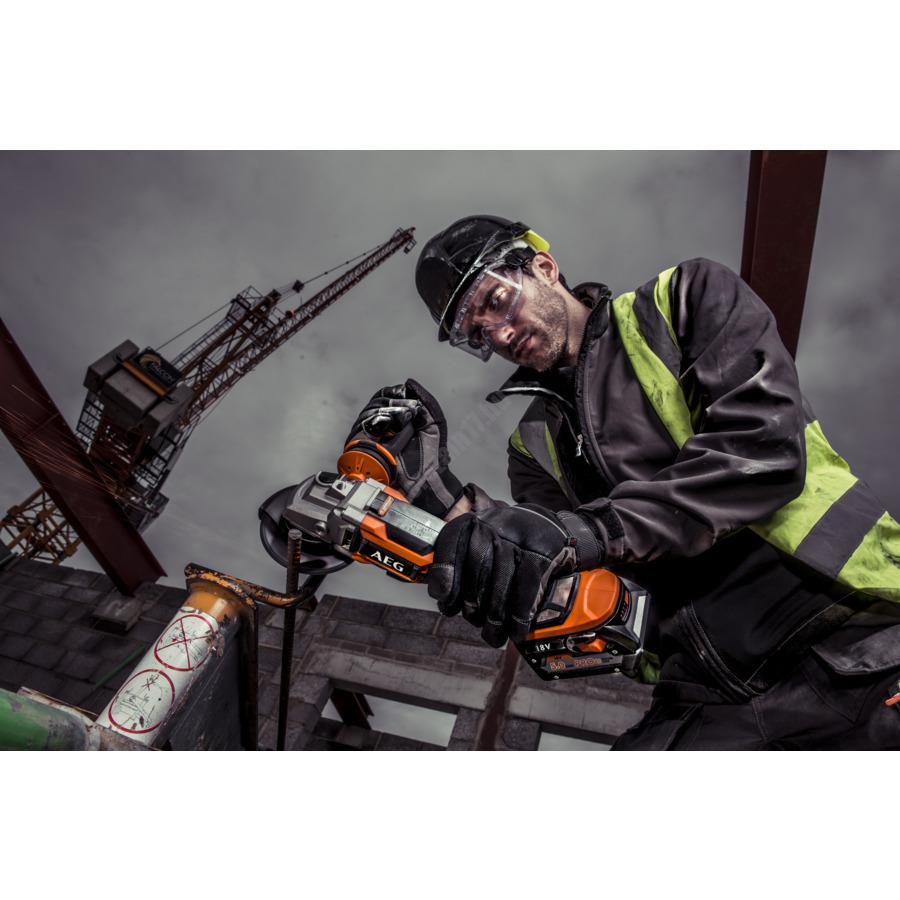 AEG 18 V szénkefe nélküli sarokcsiszoló 115 mm, 2 x 5,0 Ah akkumulátor, töltő | BEWS 18-115 BL LI-502C (4935464418)